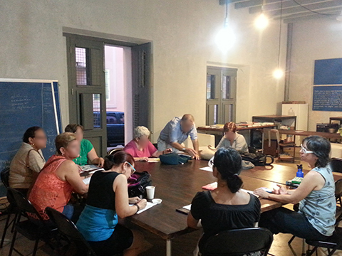 María de Mater O'Neill (derecha), Soraya Serra Collazo (evaludora del Instituto de Cultura Puertoriqueña) y la Dra. Heidi Figueroa (izquierda) durante el taller de Diseño Participativo en Beta-Local.
